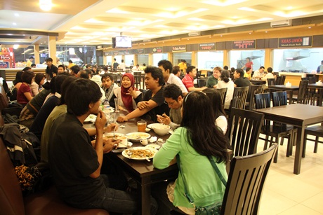 Suasana di Grand Food Court (GFC)